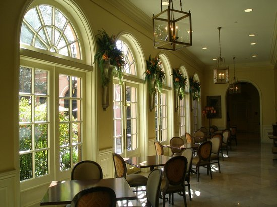 The Mills House Wyndham Grand Hotel: Loggia off of main entry hall