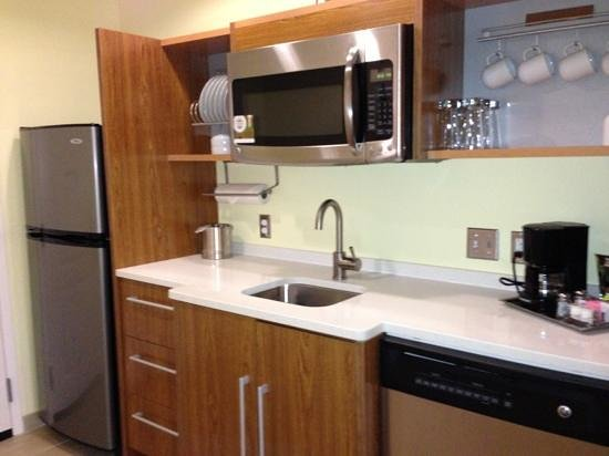 Home2 Suites Biloxi North / D&#39;Iberville: kitchen
