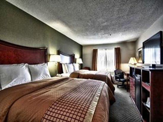 Christopher Inn & Suites: Double Queen Room