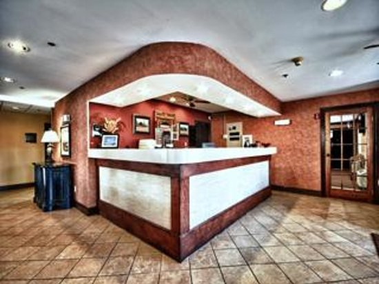 Christopher Inn & Suites: Lobby