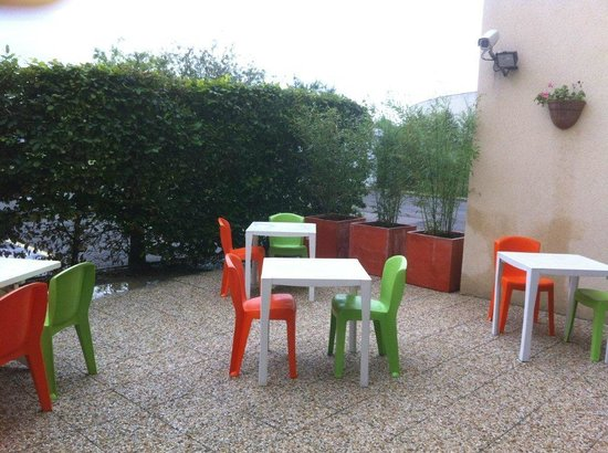 terrasse petit d jeuner picture of ibis budget marne la vallee pontault combault pontault. Black Bedroom Furniture Sets. Home Design Ideas