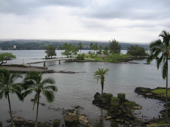 Castle Hilo Hawaiian Hotel: View of Coconut Island from room balcony.