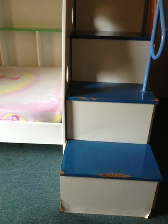 HARRIS Resort Batam Waterfront: Bunk beds in family rooms in a sad state
