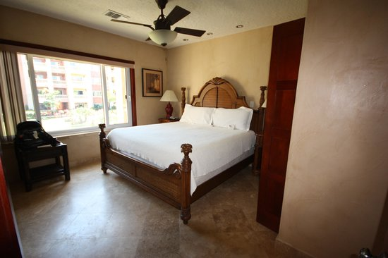 Infinity Bay Spa and Beach Resort: Loved the separate bedroom!