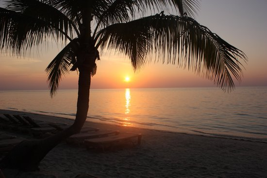 Infinity Bay Spa and Beach Resort: Amazing sunsets!