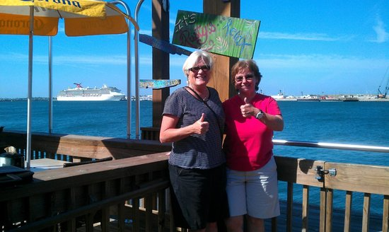 Port Canaveral, FL: Great afternoon with great food, service & view!  :)