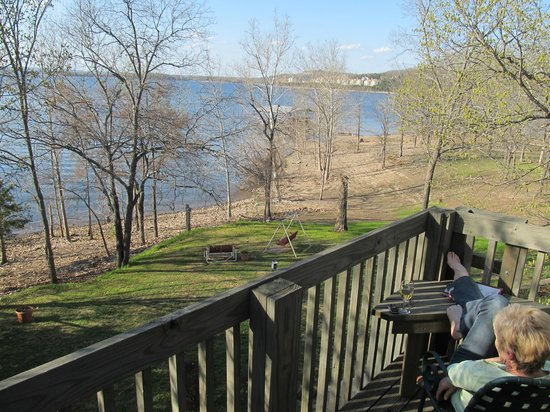Red Bud Cove Bed and Breakfast Suites: Beautiful balcony view!
