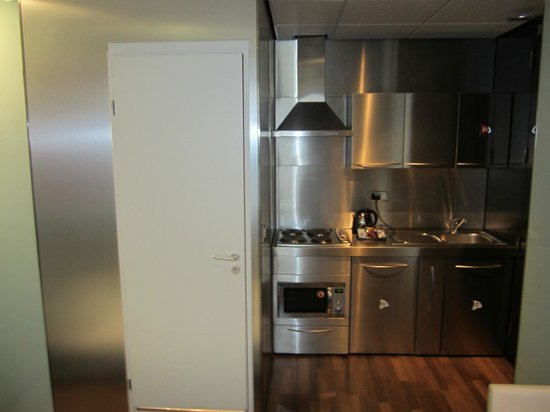 "Stylotel: Kitchenette in the ""suite"""