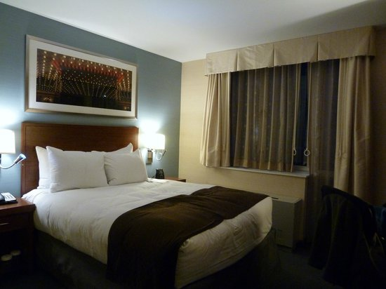 Doubletree By Hilton - Times Square South: Just enough room to get around bed