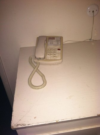 Eden Roc Inn & Suites: filthy phone