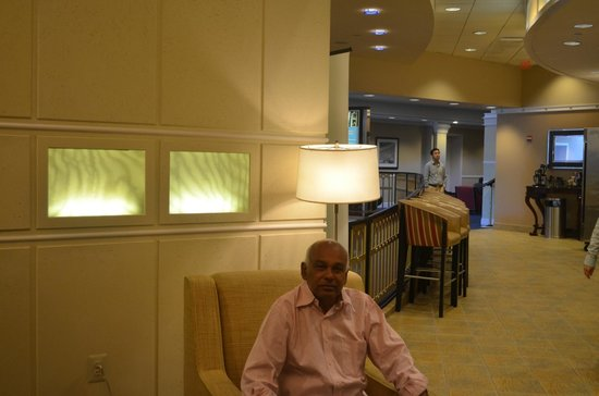 Sheraton Pentagon City Hotel: At the Brakefast  longue