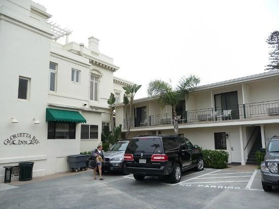 Glorietta Bay Inn: Back side of the mansion, including some of the motel-style rooms