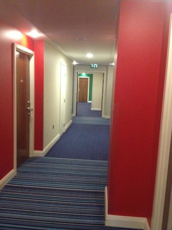 Park Inn by Radisson Belfast: BRIGHT CORRIDORS