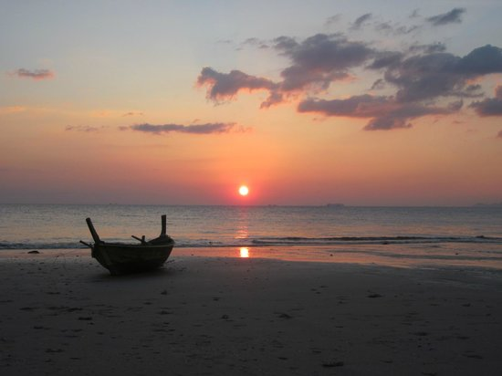 Lanta Castaway Beach Resort: The best sunset in Thailand!