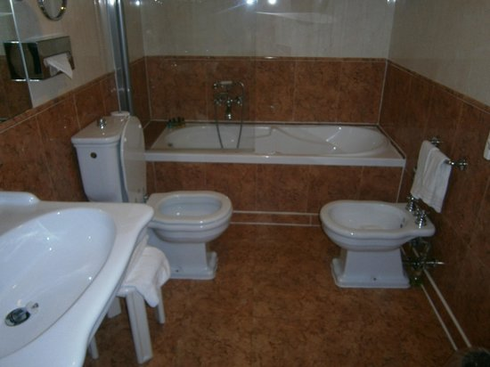 Duodo Palace Hotel: Bathroom