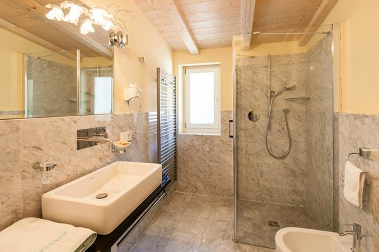 Bagni Moderni Di Lusso 1353 Pictures to pin on Pinterest