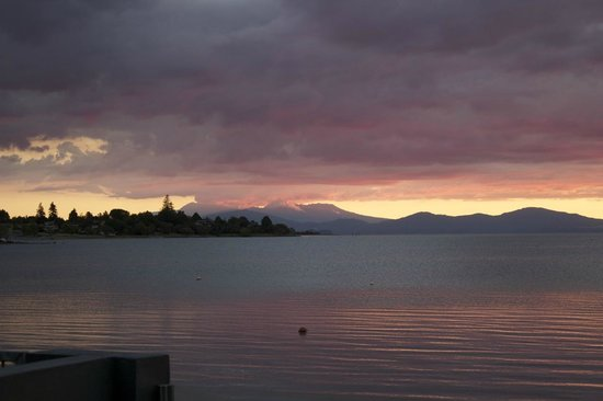 Clearwater Motor Lodge: Taupo Sunset