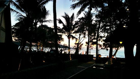 Impiana Resort Patong Phuket: Sunset from the resort view...