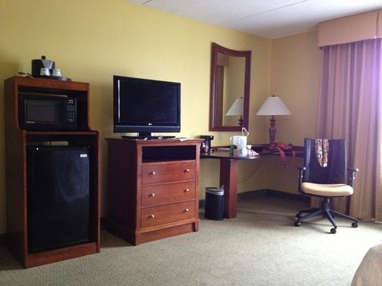 Hampton Inn &amp; Suites Destin-Sandestin : Rooms equipped with microwave and fridge 