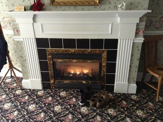 1896 House - Barnside Inn: amazing fireplace