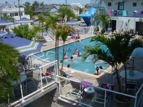 Spray Beach Inn: New pool and palm covered deck