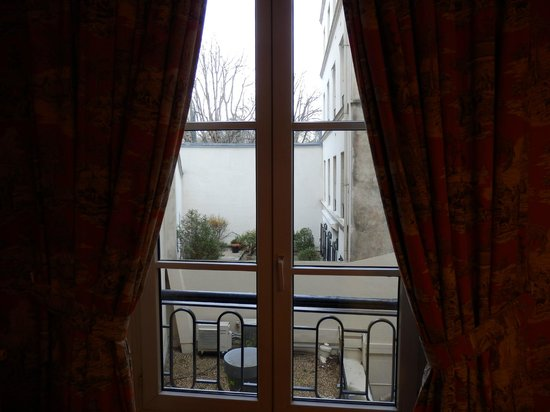 Hotel Saint Germain: Our French window.