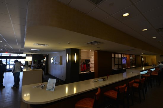 Holiday Inn &amp; Suites Charleston West: Front Desk area