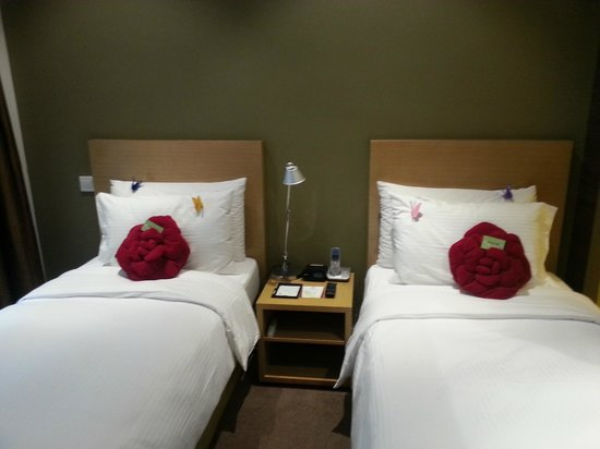 Butterfly On Prat: Our room with twin beds... very comfy.