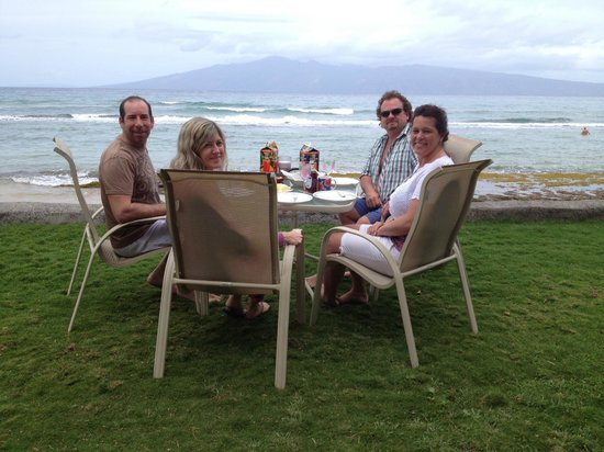 Maui Sands: We moved the lanai table 10' toward the ocean for brunch!