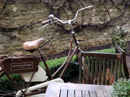 Old Parsonage Hotel: Bicycles available for guests to tour the city!