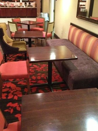 Hampton Inn Charleston - Southridge: breakfast booth