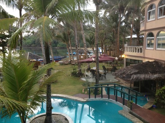 Paradise Bay Beach & Watersport Resort: Pool area, and swim up bar in the bottom right hand side of the photo