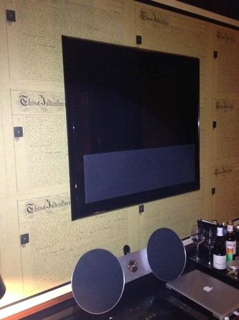 Blakes Hotel: Bang & Olufsen TV and Sound Bar