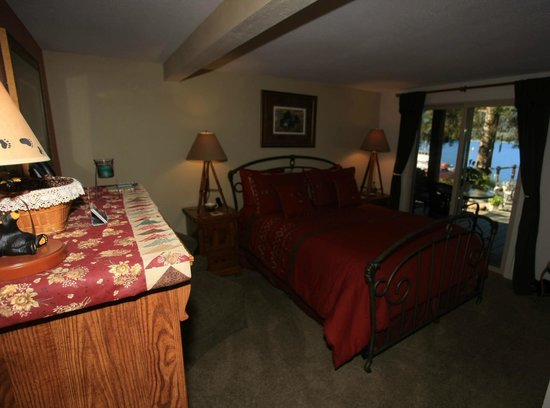Black Bear Inn: The Bears Den bedroom