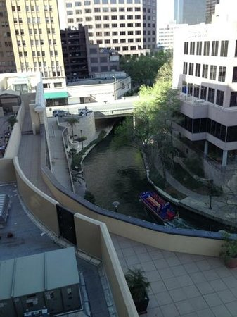 Embassy Suites Riverwalk: San Antonio River Walk view.
