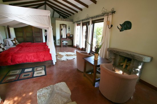 Endoro Lodge: Rooms have firplace and patio
