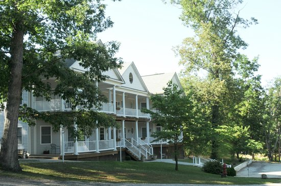 Acorn Hill Lodge and Spa: Acorn Hill Lodge B&B and Corporate Extended Stay
