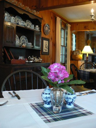 Colonial Pines Inn Bed and Breakfast: The Dining Room