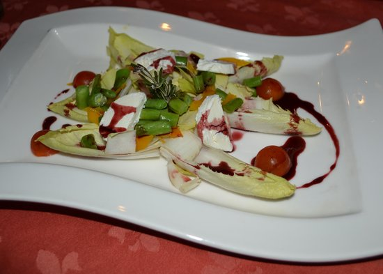 Hotel Casa Dona Susana: A delicious and fresh endive salad with goat cheese and Jamaican balsamic dressing
