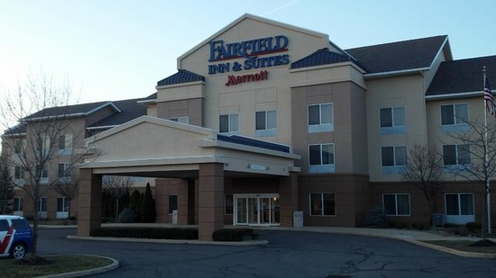 Fairfield Inn &amp; Suites Cleveland Avon: Exterior of Building