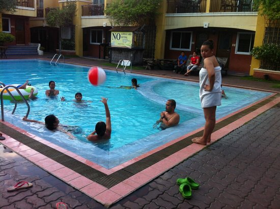 Crown Regency Residences Davao: pool