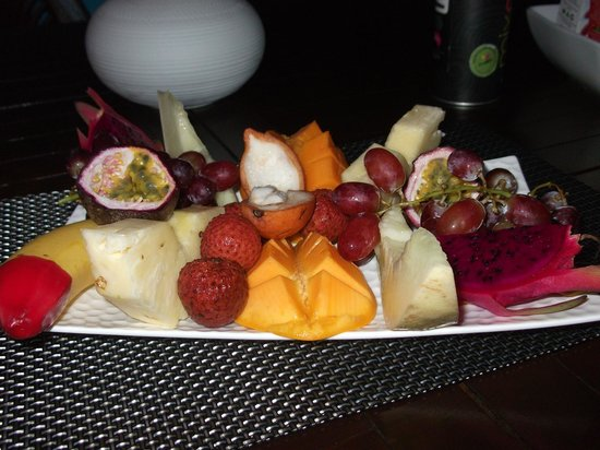 Cairns Reef 'n Rainforest B & B: Breakfast fruit platter