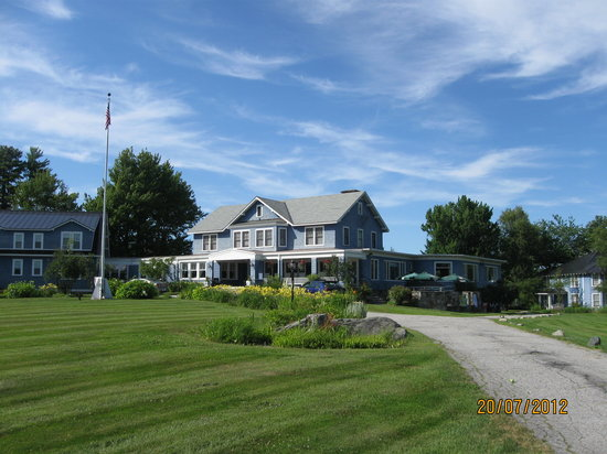 Whitefield, NH: Hotel from the road