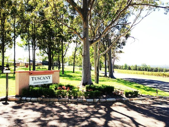 Tuscany Wine Estate Resort: Entrance