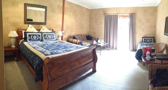 Tuscany Wine Estate Resort: Our room