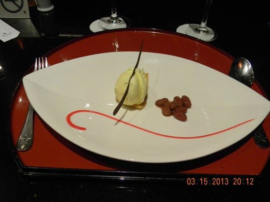 Iberostar Grand Hotel Bavaro: Desert at the Japanese Restaurant... Ice Cream and Beans, Usual but Great!