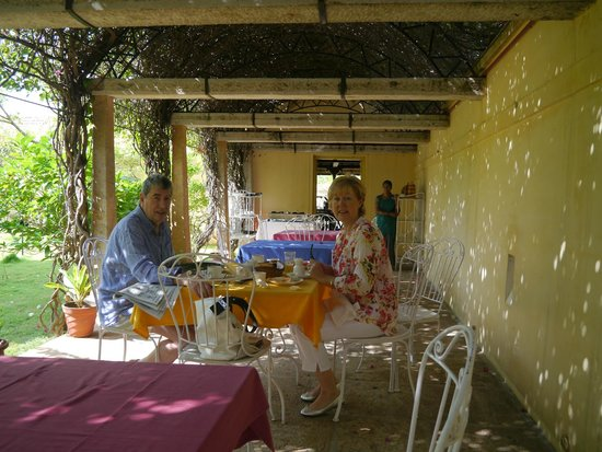 Kanadukathan, India: breakfast under the pergola