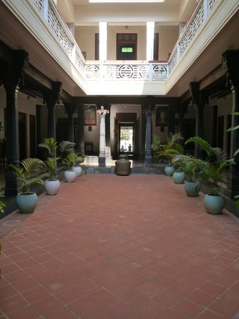 Kanadukathan, India: central courtyard of the hotel