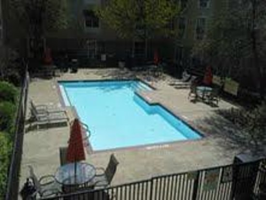 Candlewood Suites - Dallas Market Center: Pool