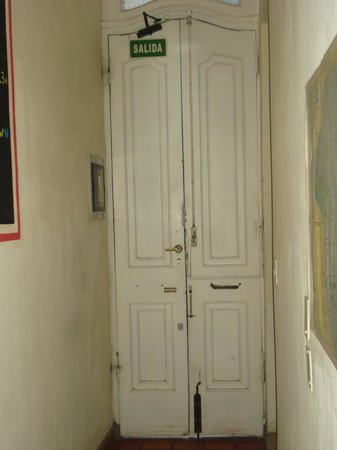 ChillHouse: Entrance door